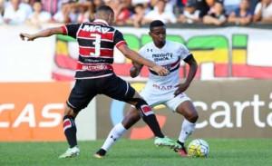 João Schmidt fixou mais fixo à frente da zaga, Thiago Mendes atuou mais pela esquerda e Hudson na direta